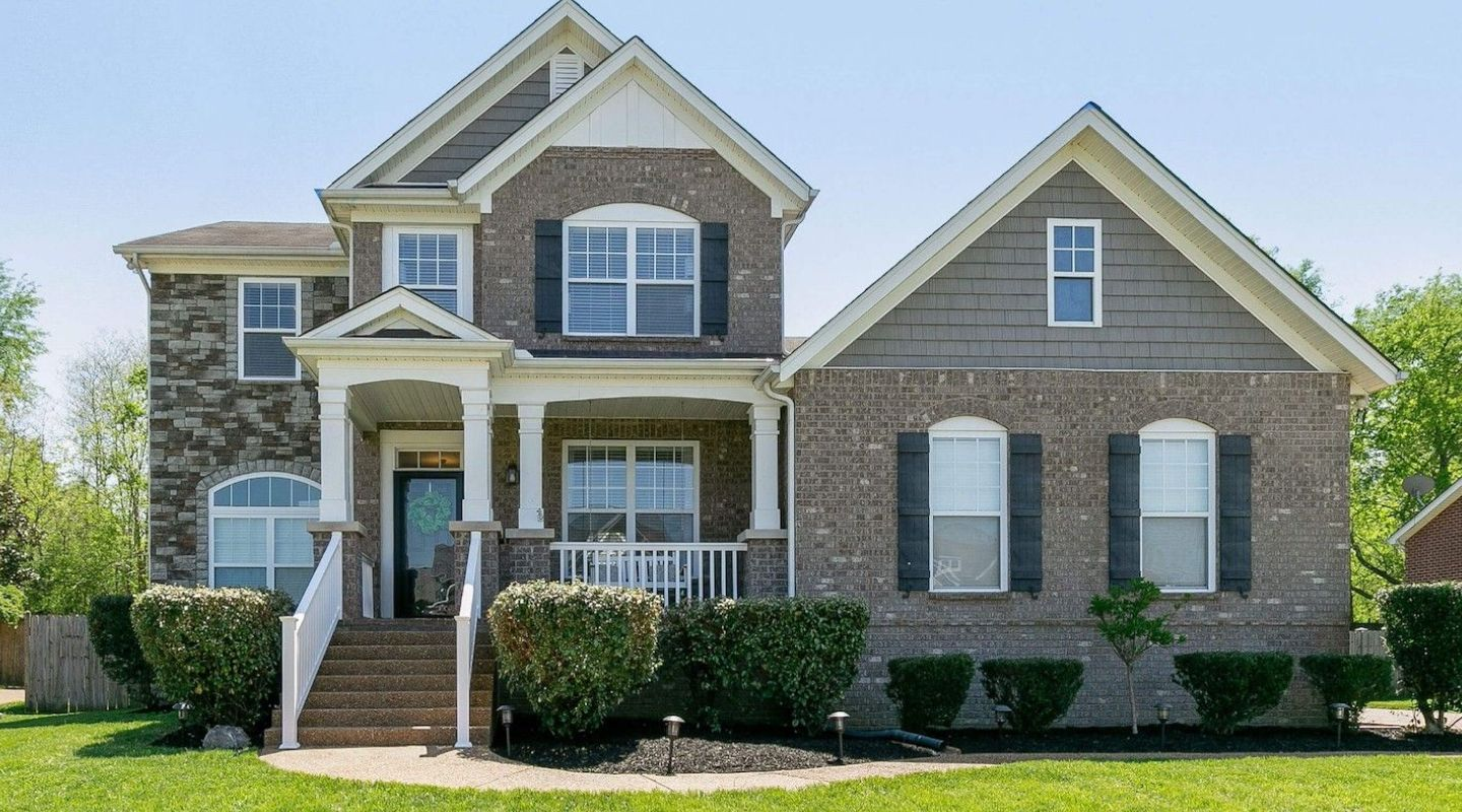 Image of the front of a single family home located in Spring Hill Tennessee