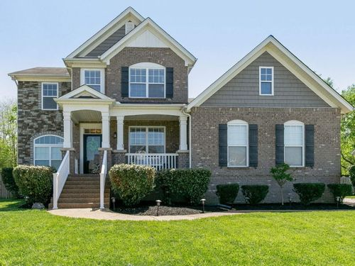 Image of a single family home in Spring Hill Tennessee