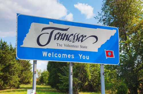 """Image of a highway sign with the words """"Tennessee welcomes you"""""""