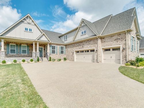 Image of a single family home in Nolensville Tennessee