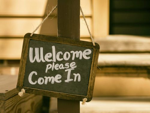 """Image of a sign with the words """"welcome please come in"""""""